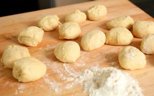 cách làm bánh vặn thừng phủ bột quế 9