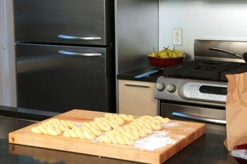 cách làm bánh vặn thừng phủ bột quế 7