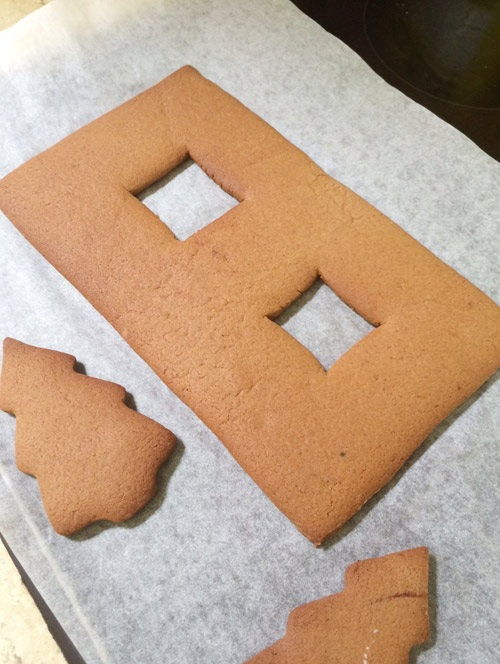 cách làm ngôi nhà bánh gừng 1 cách làm ngôi nhà bánh gừng Bánh nhà gừng lung linh tuyệt đẹp cho bé chào đón Giáng sinh cach lam ngoi nha banh gung xinh yeu cho danh tang be 1