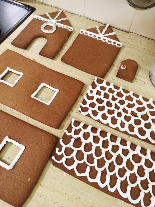 cách làm ngôi nhà bánh gừng 3 cách làm ngôi nhà bánh gừng Bánh nhà gừng lung linh tuyệt đẹp cho bé chào đón Giáng sinh cach lam ngoi nha banh gung xinh yeu cho danh tang be 3