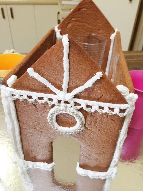 cách làm ngôi nhà bánh gừng 5 cách làm ngôi nhà bánh gừng Bánh nhà gừng lung linh tuyệt đẹp cho bé chào đón Giáng sinh cach lam ngoi nha banh gung xinh yeu cho danh tang be 5