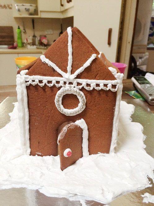 cách làm ngôi nhà bánh gừng 6 cách làm ngôi nhà bánh gừng Bánh nhà gừng lung linh tuyệt đẹp cho bé chào đón Giáng sinh cach lam ngoi nha banh gung xinh yeu cho danh tang be 6