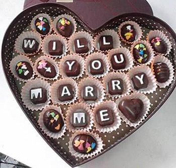 cách làm socola hình trái tim Làm socola tươi hình trái tim ngọt ngào dành tặng một nửa yêu thương abc46ca85e 3 mon qua2