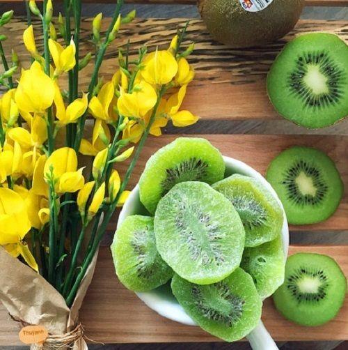 Cách làm mứt kiwi 2 Cách làm mứt kiwi Cách làm mứt kiwi ngon tuyệt đãi khách trong ngày Tết cach lam mut kiwi ngon tuyet dai khach trong ngay tet 3