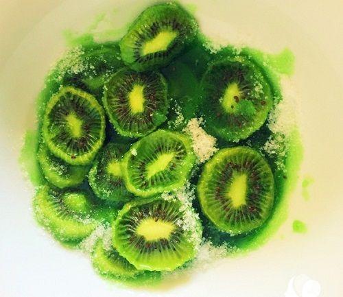 Cách làm mứt kiwi 6 Cách làm mứt kiwi Cách làm mứt kiwi ngon tuyệt đãi khách trong ngày Tết cach lam mut kiwi ngon tuyet dai khach trong ngay tet 7