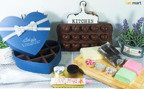 """nguyên liệu dụng cụ làm socola 4 nguyên liệu dụng cụ làm socola """"Thả thính"""" mùa Valentine với những bộ Kit Chocolate siêu ngọt ngào nhung nguyen lieu dung cu lam socola ngay valentine 3 e1485093606874"""