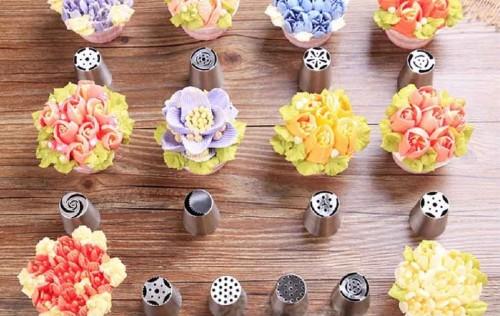 cách dùng đui bắt kem Nga làm hoa 3D 2 cách dùng đui bắt kem nga làm hoa 3d Cách dùng đui bắt kem Nga 3D dễ dàng cho hoa sắc nét cực đẹp cach dung dui bat kem nga lam hoa 3d cho hoa sac net 3 e1487330192783