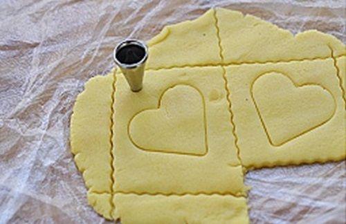 cách làm bánh cookies trái tim 6 cách làm bánh cookies trái tim Cách làm bánh cookies trái tim ngọt ngào cho ngày Valentine cach lam banh cookies trai tim ngot ngao ngay valentine 6