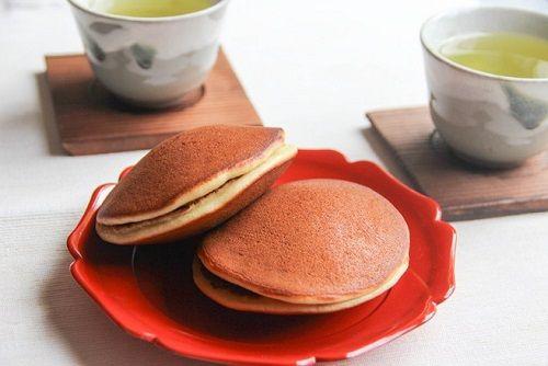 cách làm bánh rán Doremon bằng bột pha sẵn 2 cách làm bánh rán doremon bằng bột pha sẵn Bánh rán Doremon bằng bột trộn sẵn siêu nhanh siêu chất cach lam banh ran doremon bang bot pha san cuc de cho be 2