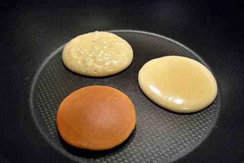 cách làm bánh rán Doremon bằng bột pha sẵn 4 cách làm bánh rán doremon bằng bột pha sẵn Bánh rán Doremon bằng bột trộn sẵn siêu nhanh siêu chất cach lam banh ran doremon bang bot pha san cuc de cho be 4