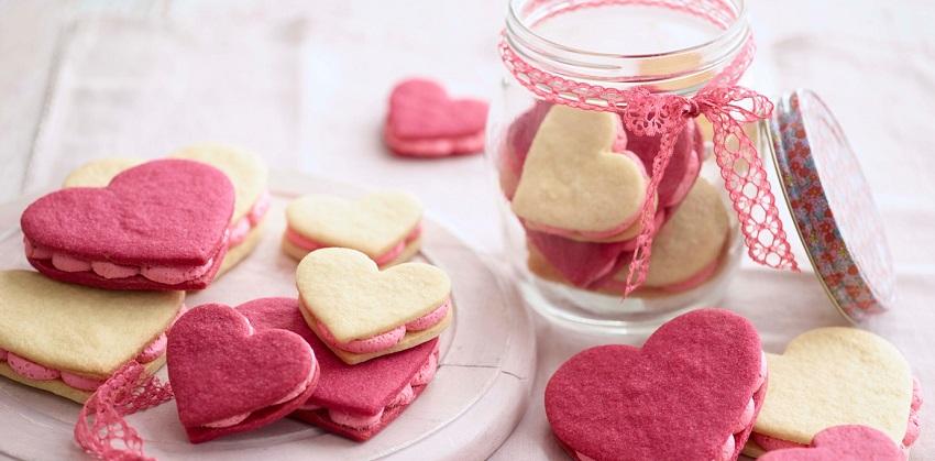 cách làm sandwich bánh quy kem hình trái tim 7 cách làm sandwich bánh quy kem hình trái tim Cách làm sandwich bánh quy kem hình trái tim ngọt ngào nhân ngày 8/3 cach lam sandwich banh quy kem hinh trai tim dang yeu 7