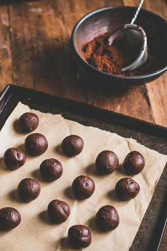 cách làm truffle caramen 2 cách làm truffle caramen Lạ miệng với cách làm truffle caramen siêu ngon dễ nghiện la mieng voi cach lam truffle caramen sieu ngon de nghien 2
