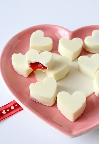 cách làm chocolate nhân siro dâu 5