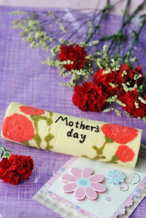 Cách làm bánh bông lan cuộn hoa cẩm chướng cho ngày của mẹ