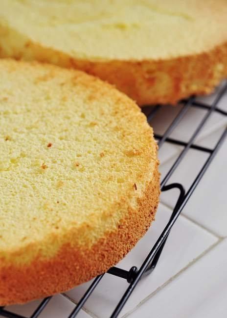 cách làm bánh gato dâu tây 6