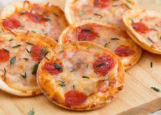 cach-lam-banh-pizza-mini-cho-bua-sang-day-dinh-duong-1