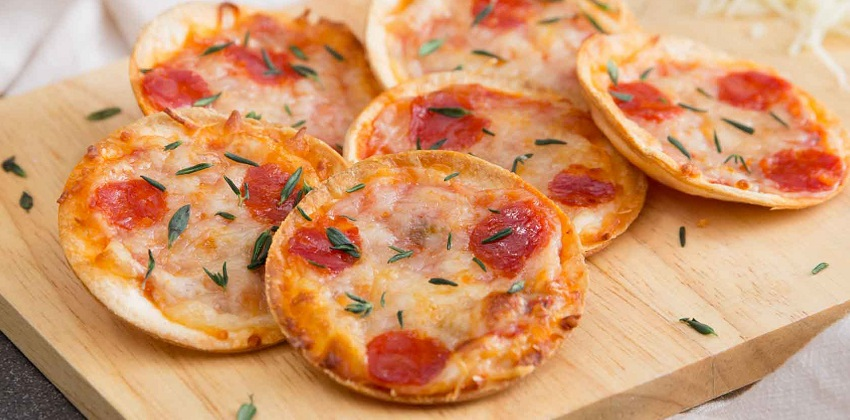 cách làm bánh pizza mini Cách làm bánh pizza mini cho bạn bữa sáng dinh dưỡng cach lam banh pizza mini cho bua sang day dinh duong 1