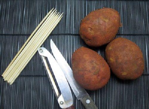 Cách làm khoai tây lốc xoắn 1 cách làm khoai tây lốc xoắn Khoai tây lốc xoắn giòn tan siêu ngon siêu hấp dẫn cach lam khoai tay loc xoan sieu ngon sieu gion tan 1