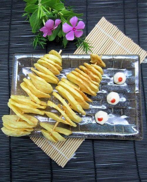 Cách làm khoai tây lốc xoắn 5 cách làm khoai tây lốc xoắn Khoai tây lốc xoắn giòn tan siêu ngon siêu hấp dẫn cach lam khoai tay loc xoan sieu ngon sieu gion tan 6