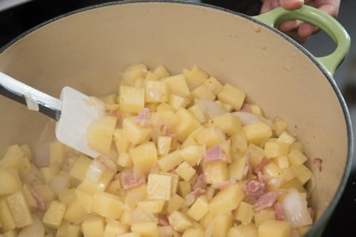 cách làm súp kem khoai tây 4 cách làm súp kem khoai tây Súp kem khoai tây thơm ngon- món tráng miệng siêu dinh dưỡng cach lam sup kem khoai tay cho bua sang dinh duong 4 e1490456365870