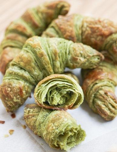cách làm bánh sừng bò trà xanh 8 cách làm bánh sừng bò trà xanh Độc đáo với cách làm bánh sừng bò trà xanh thơm lừng gian bếp doc dao voi cach lam banh sung bo tra xanh thom lung gian bep 8