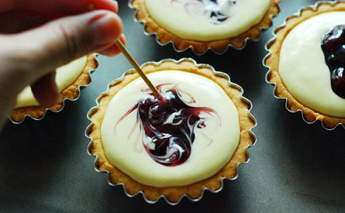 cách làm bánh tart phô mai việt quất 3 cách làm bánh tart phô mai việt quất Mê mẩn với cách làm bánh tart phô mai việt quất siêu sang chảnh me man voi cach lam banh tart pho mai viet quat sieu sang chanh 3