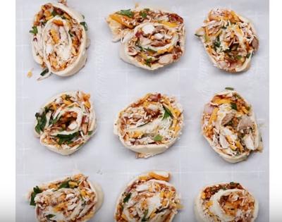 cách làm bánh gà cuộn phomai 7 cách làm bánh gà cuộn phomai Cách làm bánh gà cuộn phomai nướng thơm lừng dinh dưỡng cach lam banh ga cuon phomai nuong thom lung dinh duong 7