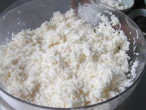 cách làm bánh tằm khoai mì ngũ sắc 3 cách làm bánh tằm khoai mì ngũ sắc Biến tấu với bánh tằm khoai mì ngũ sắc miền Nam Bộ cach lam banh tam khoai mi ngu sac truyen thong nam bo 3