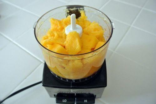 cách làm kem xoài bằng máy xay sinh tố 1 cách làm kem xoài bằng máy xay sinh tố Cách làm kem xoài bằng máy xay sinh tố cực mát lạnh cach lam kem xoai bang may xay sinh to cuc mat lanh 1