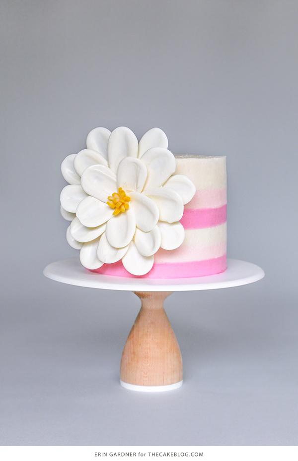 Cách làm hoa chocolate vô cùng đơn giản trang trí bánh kem cách làm hoa chocolate Cách làm hoa chocolate trang trí bánh kem đơn giản đến không ngờ Cach lam hoa chocolate trang tri banh kem