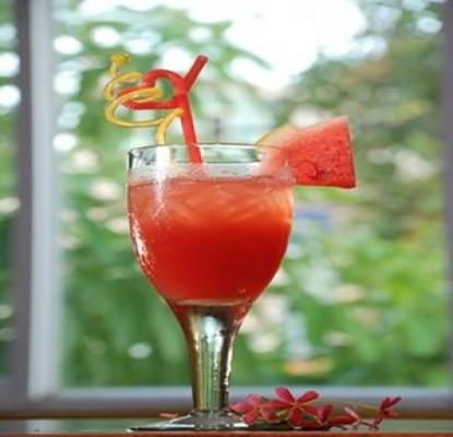 Các loại cocktail ngon dễ làm nhất các loại cocktail ngon Chỉ cần 8 loại cocktail này, bạn sẽ vượt qua mùa hè 2017 cac loai cocktail ngon de lam nhat 9