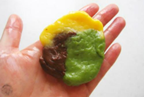 Cách làm bánh Trung thu 3 màu nhân đậu đỏ độc đáo-9 cách làm bánh trung thu 3 màu Cách làm bánh Trung thu 3 màu nhân đậu đỏ độc đáo cach lam banh Trung thu 3 mau nhan dau do 3