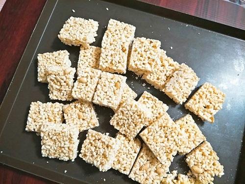 Cách làm bỏng gạo tại nhà cách làm bỏng gạo tại nhà Cách làm bỏng gạo tại nhà giòn tan và hấp dẫn cach lam bong gao tai nha 5