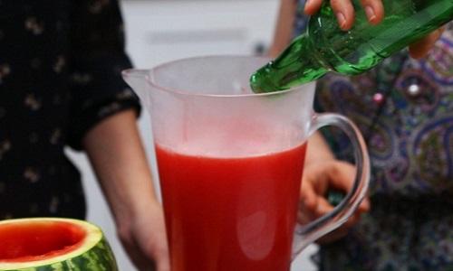 cách làm cocktail dưa hấu với rượu soju  Hàn Quốc 5