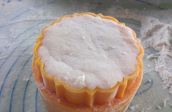 cách làm bánh dẻo nhân đậu xanh cách làm bánh dẻo nhân đậu xanh Trung thu đầm ấm với cách làm bánh dẻo nhân đậu xanh cach lam banh deo nhan dau xanh 6