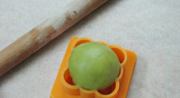 cách làm bánh nướng Trung thu trà xanh cách làm bánh nướng trung thu trà xanh Cách làm bánh nướng Trung thu trà xanh độc đáo và dễ làm cach lam banh nuong trung thu tra xanh 7