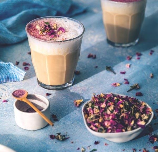 cách làm trà sữa hoa hồng cách làm trà sữa hoa hồng Cách làm trà sữa hoa hồng dịu ngọt lãng mạn cho ngày mưa cach lam tra sua hoa hong 1