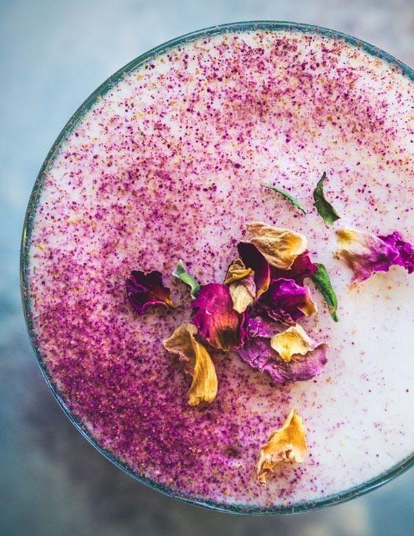 cách làm trà sữa hoa hồng Cách làm trà sữa hoa hồng dịu ngọt lãng mạn cho ngày mưa cach lam tra sua hoa hong