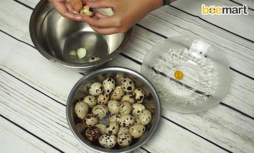 Cách làm trứng cút muối cho bánh trung thu-3 cách làm trứng cút muối Cách làm trứng cút muối cho bánh Trung thu độc đáo cach lam trung cut muoi cho banh trung thu1