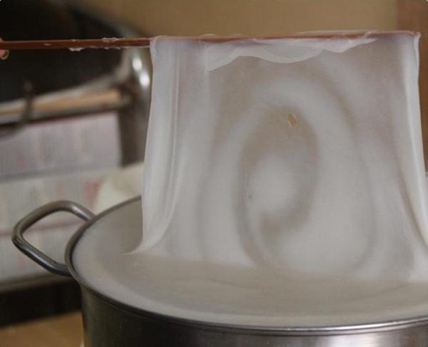 cách làm bánh mướt cách làm bánh mướt ngon Cách làm bánh mướt ngon, đậm đà hương quê cach lam banh muot 8