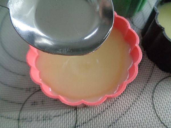cách làm bánh trung thu rau câu Cách làm bánh Trung thu rau câu sầu riêng thạch dừa ngon đến nao lòng cach lam banh trung thu rau cau 1