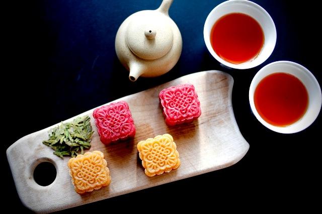 Cách tạo màu tự nhiên cho bánh trung thu bằng bột màu rau, củ, quả-12 cách làm bánh trung thu nhân dứa Cách làm bánh Trung thu nhân dứa đậu xanh hương vị khác lạ cach tao mau tu nhien cho banh trung thu bang bot mau rau cu qua 89