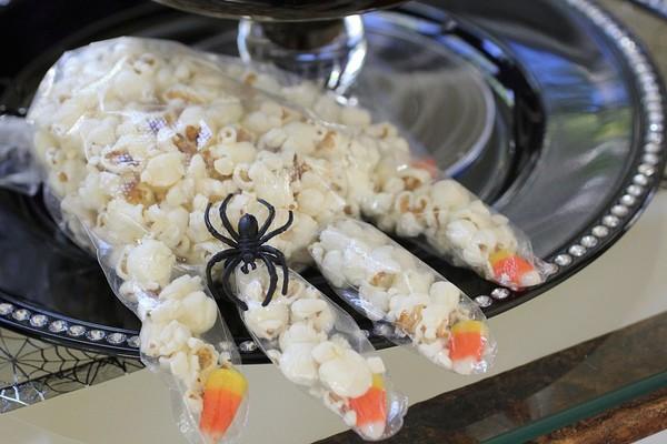 Các món ăn Halloween dễ làm nhất cho bữa tiệc đêm thêm ma mị -456 các món ăn halloween dễ làm Các món ăn Halloween dễ làm nhất cho bữa tiệc đêm thêm ma mị Cac mon an Halloween de lam nhat cho bua tiec dem them ma mi 6