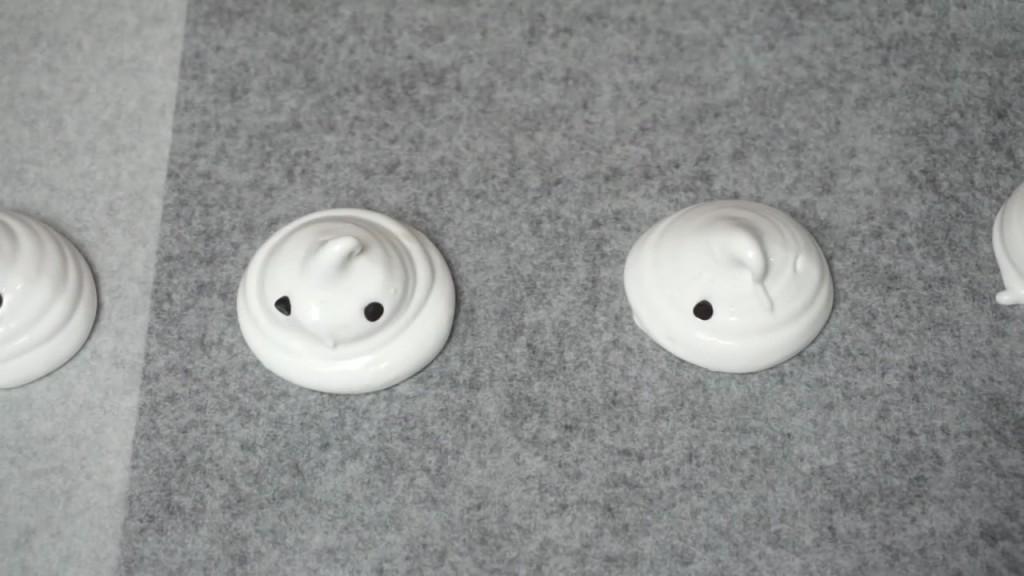 Cách làm kẹo Meringue hình con ma-89 cách làm kẹo meringue hình con ma Cách làm kẹo Meringue hình con ma ngộ nghĩnh H     ng d   n l  m k   o Meringue h  nh con ma 25 1024x576