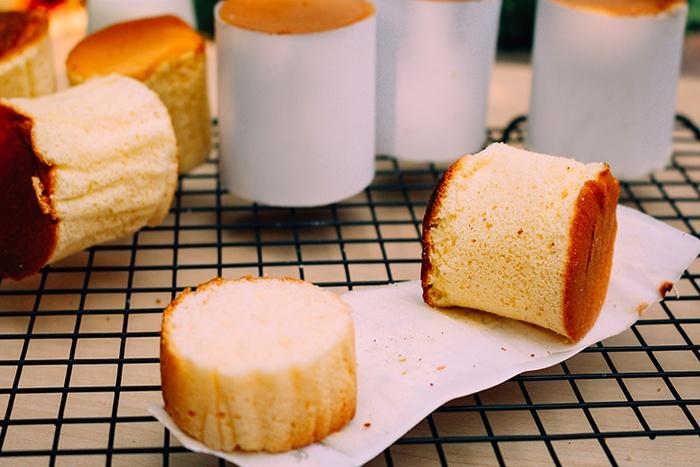 """Tự học cách làm bánh bông lan bằng chảo """"dễ ờn ợt""""-97 cách làm bánh bông lan bằng chảo Tự học cách làm bánh bông lan bằng chảo vẫn ngon như nướng cach lam banh bong lan bang chao 5"""