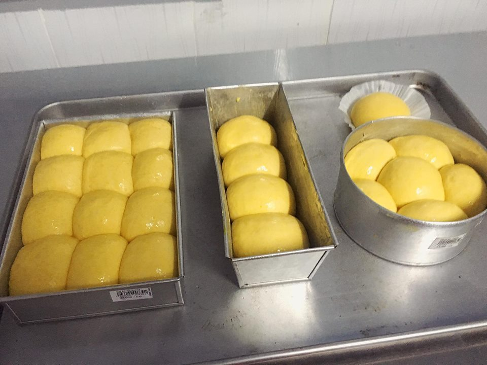 Cách làm bánh mì ngọt bí đỏ ngon không kém bánh mì hoa cúc-2 cách làm bánh mì ngọt Ngỡ ngàng với bánh mì ngọt bí đỏ ngon không kém gì bánh mì hoa cúc cach lam banh mi ngot bi do ngon khong kem banh mi hoa cuc 1