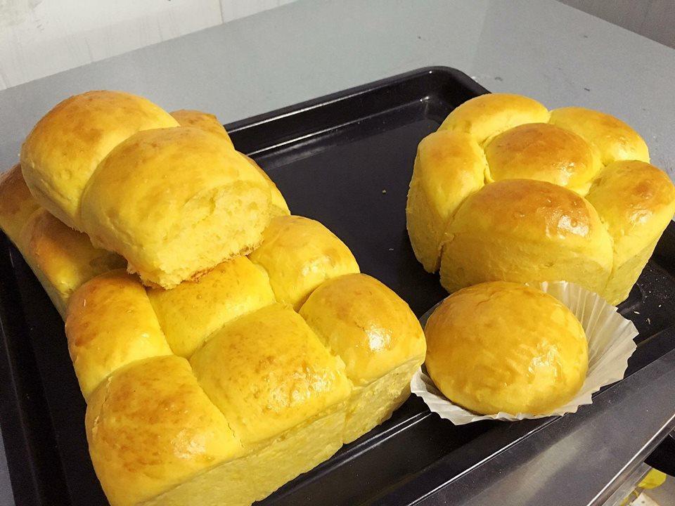 Cách làm bánh mì ngọt bí đỏ ngon không kém bánh mì hoa cúc-5 cách làm bánh mì ngọt Ngỡ ngàng với bánh mì ngọt bí đỏ ngon không kém gì bánh mì hoa cúc cach lam banh mi ngot bi do ngon khong kem banh mi hoa cuc 2