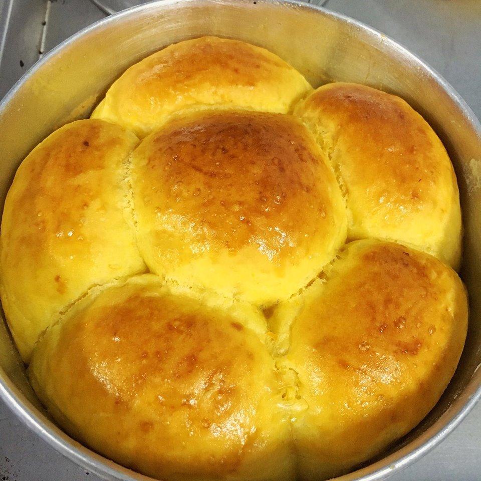Cách làm bánh mì ngọt bí đỏ ngon không kém bánh mì hoa cúc-3 cách làm bánh mì ngọt Ngỡ ngàng với bánh mì ngọt bí đỏ ngon không kém gì bánh mì hoa cúc cach lam banh mi ngot bi do ngon khong kem banh mi hoa cuc 4