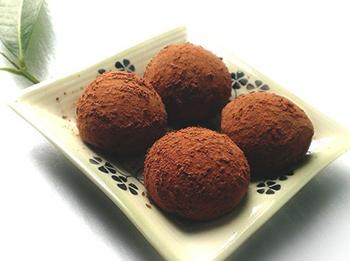 cach-lam-banh-mochi-socola-6 cách làm socola từ bột cacao Cách làm socola từ bột cacao siêu nhanh, siêu đơn giản cach lam banh mochi socola 6