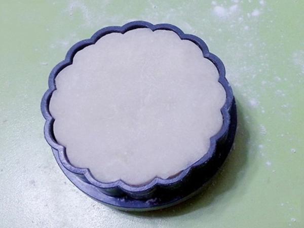cách làm bánh Trung thu dẻo nhân trà xanh cách làm bánh trung thu dẻo nhân trà xanh Cách làm bánh Trung thu dẻo nhân trà xanh thơm ngon, độc đáo cach lam banh trung thu nhan tra xanh 2